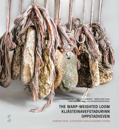 The warp-weighted loom = Kljásteinavefstadurinn : kljásteinar klingja = Oppstadveven : klingande ste