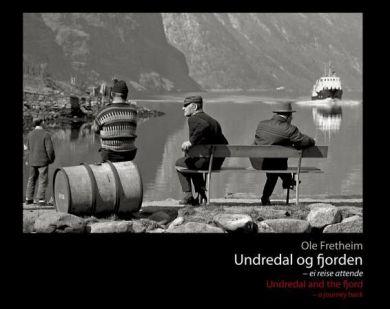 Undredal og fjorden = Undredal and the fjord : a journey back
